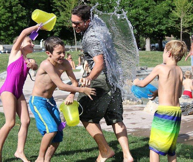 Beneficios de jugar al aire libre niños